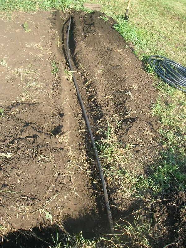 Прокладка ПНД водопровода на даче