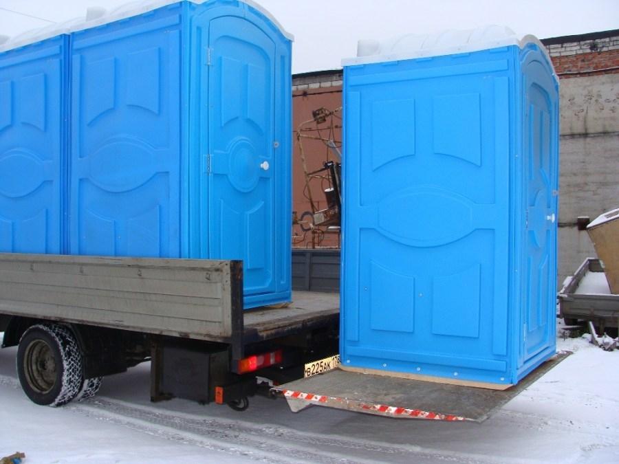 Доставка пластикового туалета